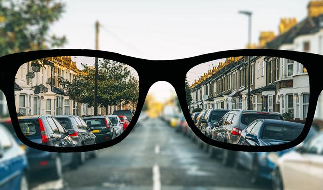 BBGR, fabricant français de verres optiques, illustration du trouble visuel de la myopie. L'œil myope est trop long, trop puissant, l'image se forme en avant de la rétine et la vision de loin est floue. Image gettyimages-517811156