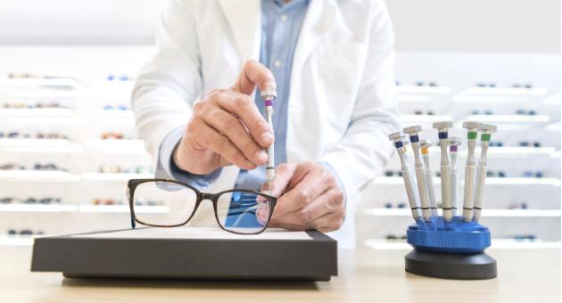 BBGR opticien réglage paire de lunettes